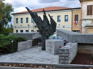Spomenik na placu (foto Kroma)